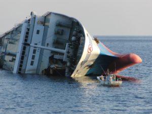 転覆した船 油処理剤