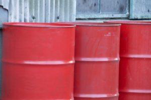 油の入ったドラム缶
